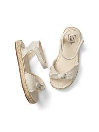 Sandales de type espadrilles à boucle