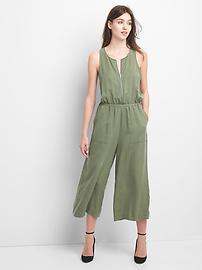 Combinaison-pantalon avec fermeture à glissière à l'avant