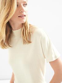 T-shirt à col montant et à manches courtes en tricot doux