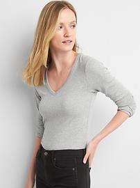 Long sleeve modern V-neck tee
