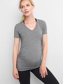 T-shirt GapFit respirant à col enV