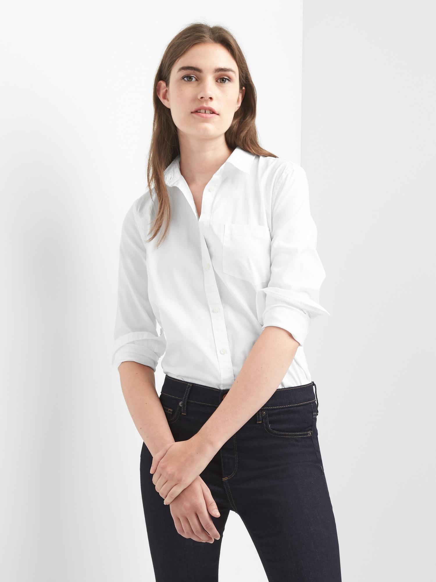 38417dfd Fitted Boyfriend Oxford Shirt | Gap