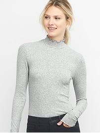 Col roulé rayé à volants en tricot côtelé