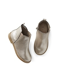 Metallic scallop chelsea boots