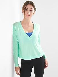 Breathe deep-V reversible pullover
