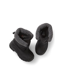 Thinsulate&#153 cozy snow boots