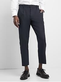 Wool pleated slim fit cropped pants