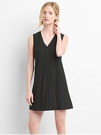 Sleeveless metallic print shift dress