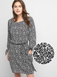 Print tie-sleeve scoopneck dress