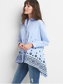 Chemise brodée boutonnée à l'avant avec ourlet mouchoir
