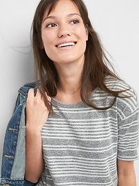 T-shirt à col rond à manches aux coudes en tricot moelleux rayé