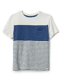 T-shirt ras du cou avec rayures sur la poitrine
