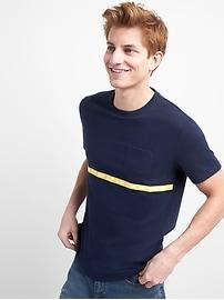 T-shirt à manches courtes avec poche appliquée et logo