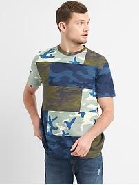 T-shirt à poche à imprimé camouflage et à manches courtes