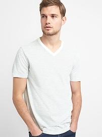 T-shirt col en V indispensable à manches courtes et à rayures