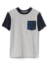 T-shirt à poche contrastant