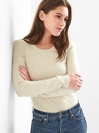 T-shirt ras du cou moderne à manches longues