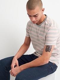 T-shirt à poche indispensable ras du cou à rayures