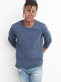 Long Sleeve Crewneck Pocket T-Shirt in Slub Cotton