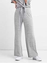 Pantalon à jambe large au fini soyeux