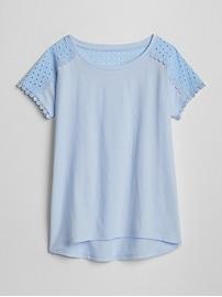 T-shirt orné de dentelle à œillets