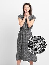 Robe mi-longue à smocks à imprimé