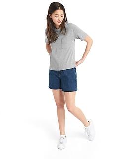 T-shirt à poche ras du cou à manches courtes