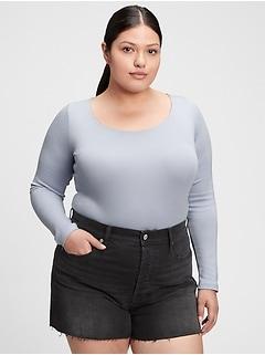 T-shirt moderne à col échancré
