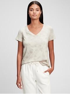 T-shirt à col en V rétro en coton biologique teint par nœuds